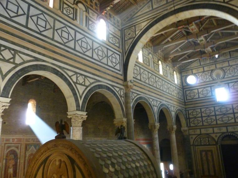 La lumière divine pénètre dans San Miniato Al-Monte